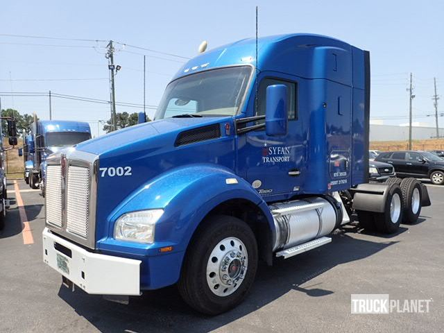 2015 Kenworth T880 T/A Sleeper Truck Tractor, Spartanburg, South