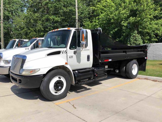 2005 International 4300 4x2 S/A Dump Truck