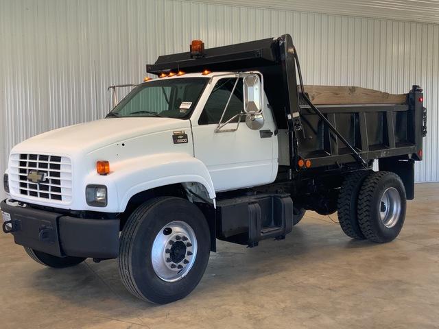 2002 Chevrolet C6500 4x2 S/A Dump Truck